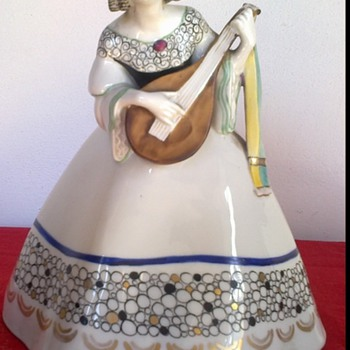 Goebel Wilhelmsfeld porcelain figure - Figurines