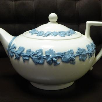Wedgwood Embossed Queensware Tea Set - China and Dinnerware