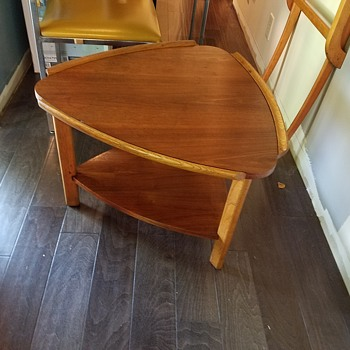 Mid century Lane guitar pick table?  Any ideas?