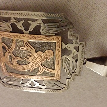 i cant find any info on this either but it looks similar to Hantys belt buckel yes/ no