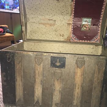 Barrel top trunk - Furniture