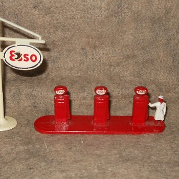 Much Materialistic Matchbox Mondoy Esso Petrol Pump Accessory Set A-1 1956-1962 - Model Cars