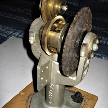 mystery gear mechanism ... possibly clock related - Tools and Hardware