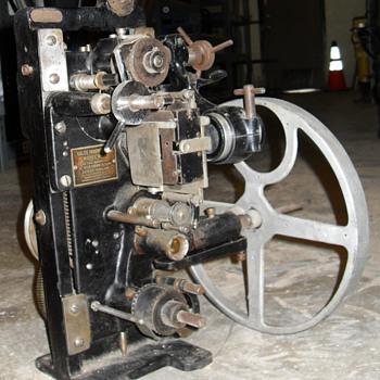 35 mm film projector KALEE Indomitable model no 7 - Movies