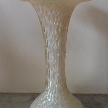 Kralik martelé mother of pearl vase - Art Glass
