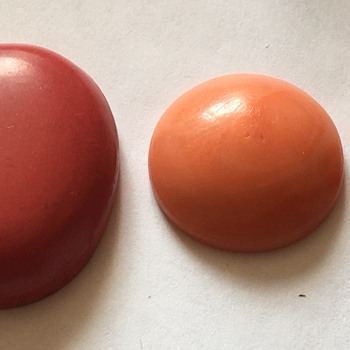 Three coral stones  - Fine Jewelry
