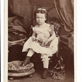 CDV, Young Girls, Charles Gall & Co, Hamilton - Photographs