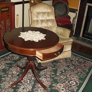 Mersman drum table 5990 - Furniture
