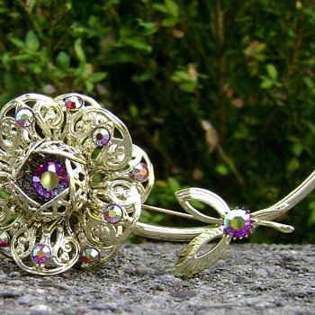 Sarah Coventry Brooch - Fashion Flower - Costume Jewelry