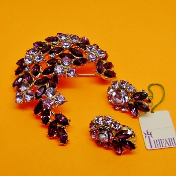 Trifari Contessa Brooch Set  - Costume Jewelry