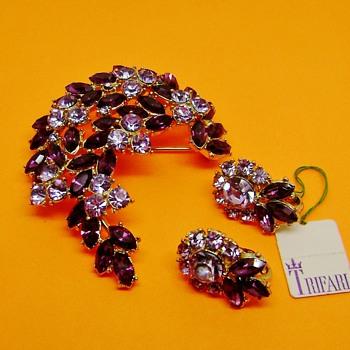 Trifari Contessa Brooch Set  - Costume Jewelry