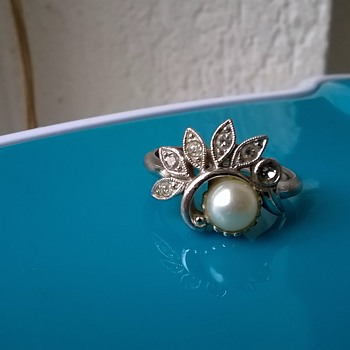 Avon Pearl & Crystals Ring Thrift Shop Find 95 Cents