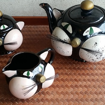 Tilso, Japan redware 1950's cat teapot set - Asian