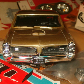 1/24TH SCALE M.P.C. 66 PONTIAC GTO IN GOLD METALLIC - Model Cars