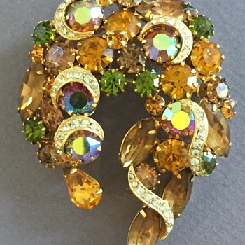 Vintage Rhinestone Unsigned Brooch - Costume Jewelry