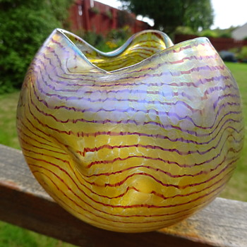 Heckert 'Changeant' Vase [by Otto Thamm] with Reddish Threads c. 1901 - Art Glass