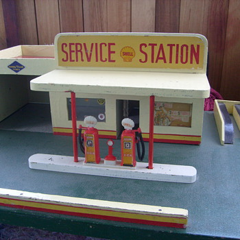 VINTAGE SHELL TOY GARAGE.1950s - Model Cars