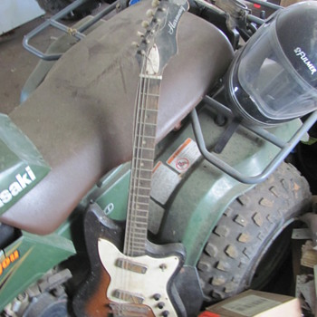 1964 Harmony Bobkat - Guitars
