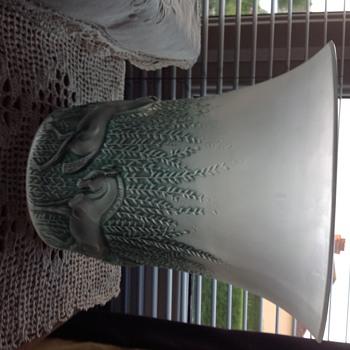R Lalique chevaux vase.