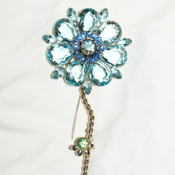 Very Large Unmarked Costume Pin (Inspired by Weiss???) - Costume Jewelry