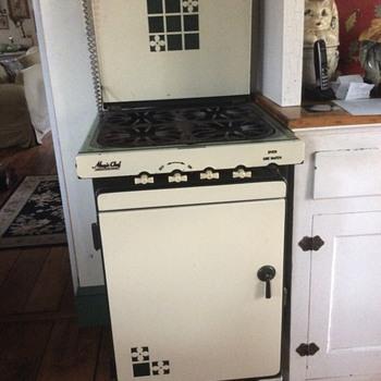 Magic Chef green and cream gas stove
