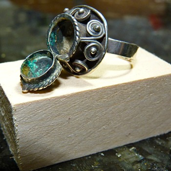 Vintage Snuff or Poison Ring