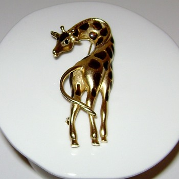Giraffe Brooch - Costume Jewelry
