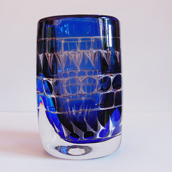 Ariel vase with geometrc designs - Ingeborg Lundin (Orrefors) - Art Glass