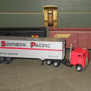 Athearn Southern Pacific Tractor With 40' Trailer 1960s - Model Trains