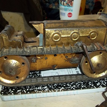 PRESSED TIN SPRING WOUND TRACTOR