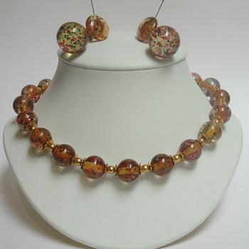 Mystery confetti apple juice bakelite necklace & earrings - Costume Jewelry