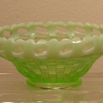 "Fenton Glass - Basketweave Bowl - 6"" - Art Glass"