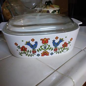 Rare Pyrex 4 quart casserole dish - Kitchen