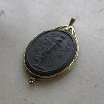 Black Wedgwood pendant - Fine Jewelry