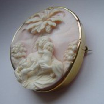 Fabulous pink conch cameo of mom and chidren - Victorian Era