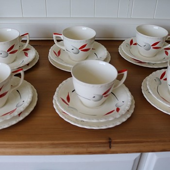 Myott handpainted cups and saucers - Pottery