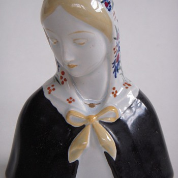 Madonna-like Italian Ceramic Bust of a Woman, Very Beautiful! - Pottery