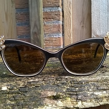 Wacky Vintage Rhinestone Bakelite Sunglasses Thrift Shop Find 2 Euro ($2.14) - Accessories