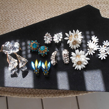 Vintage clip on earring group - Costume Jewelry
