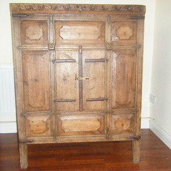 Possibly 16th century indian cupboard. - Furniture
