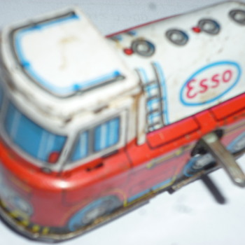 esso tin windup toy - Toys