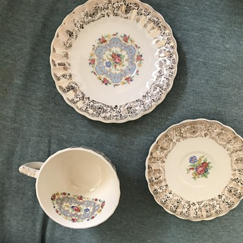 Coffee cup and saucers - China and Dinnerware
