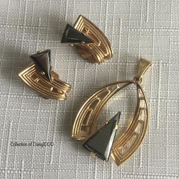 """""""Black Diamond"""" Hematite Jewelry  - Costume Jewelry"""