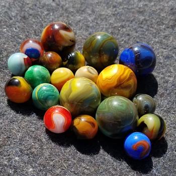 Lost marbles... seeking identification.  - Art Glass