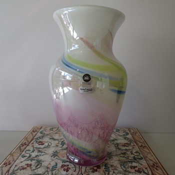 Hineri Unicorn vase - Art Glass