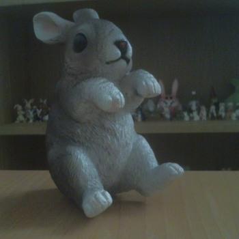 2 Resin bunnys - Animals