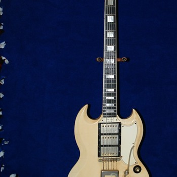 "This is a Les Paul 1961 Custom guitar ""orginial"" down to the socks :)"