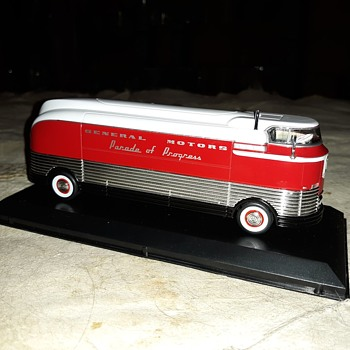 Greenlight GMC Futurliner Parade Of Progress 2015 - Model Cars
