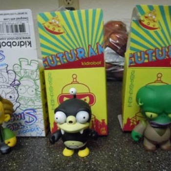 "KidRobot ""Morbo"", ""Nibbler"", and ""Lenny"" vinyl figures - Toys"