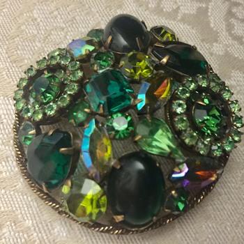 Green Weiss brooch - Costume Jewelry